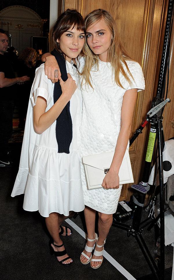 look-branco-branco-total-moda-verao-2014-alexa-chung-cara-delevigne